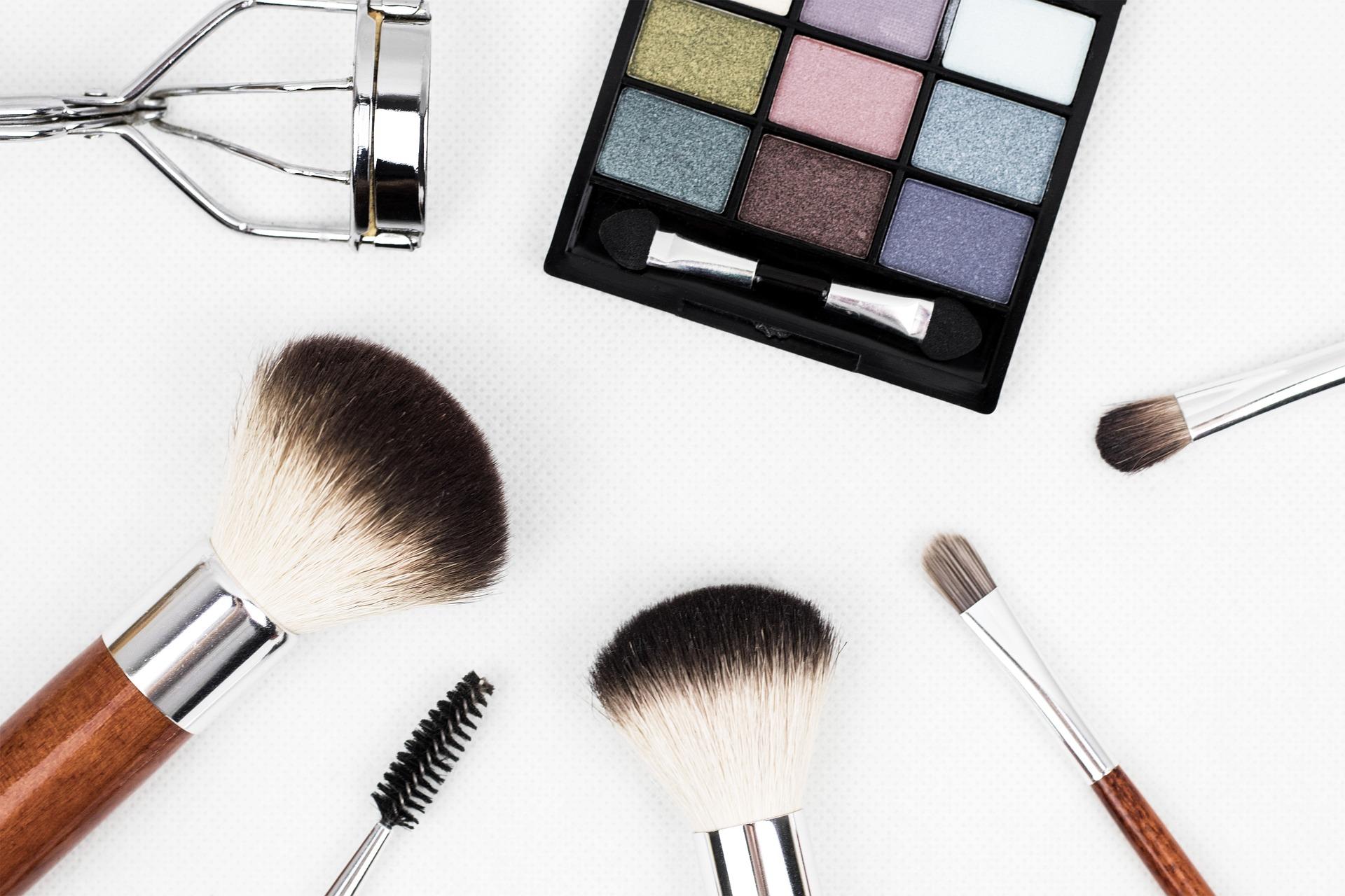 makeup-brush-1761648_1920 (1)